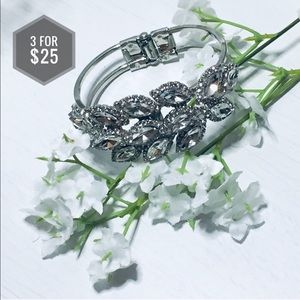 Jewelry - 🌼3 for $25🌼 Pretty Silver bracelet